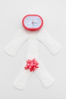 Control de tiempo del período femenino. ciclo de menstruación regular, concepto de salud reproductiva de la mujer