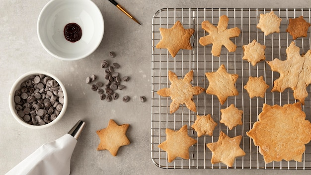 Cookies en concepto de forma de copos de nieve