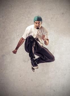 Cool guy saltando