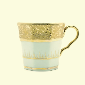 Copa de pintura de oro blanco aislado sobre fondo blanco