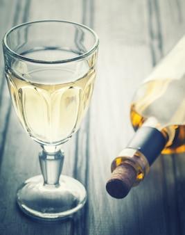 Copa de vino blanco. bebida alcoholica