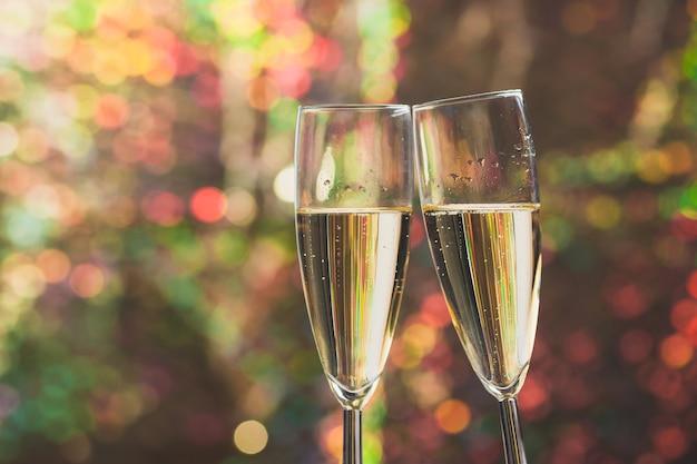 Copas brindando con champán