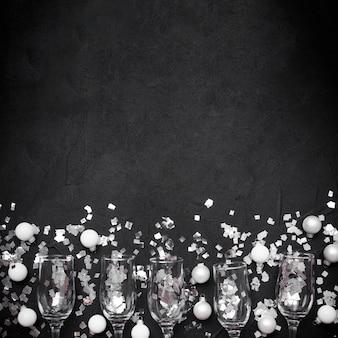 Copas de champagne con espacio de copia