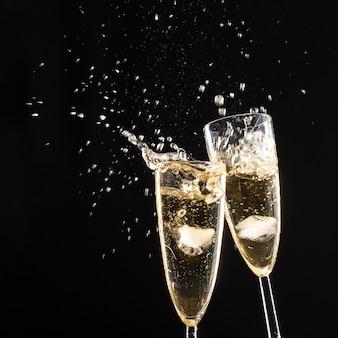 Copas de champagne con splash