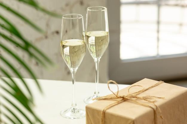 Copas de champán espumoso de cerca