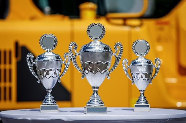 Copas de los ganadores sobre la mesa.