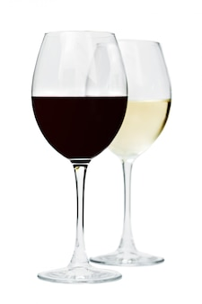 Copas de vino en la mesa