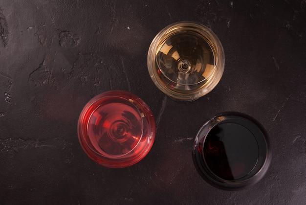 Copas de vino tinto, rosado y blanco.