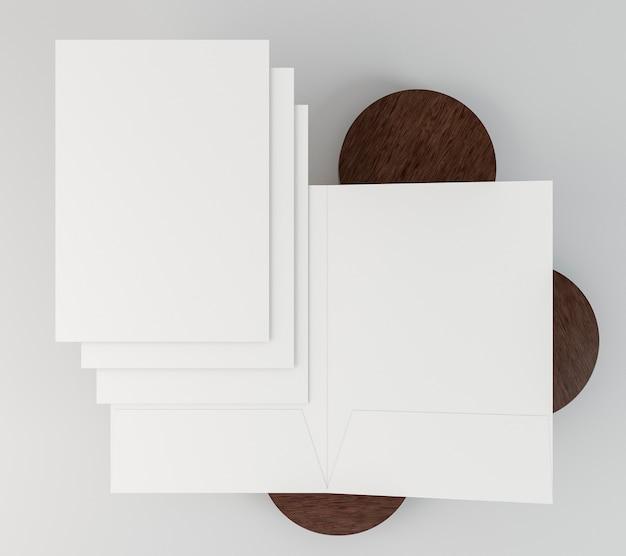 Copia espacio documentos de papelería y tablas de madera.