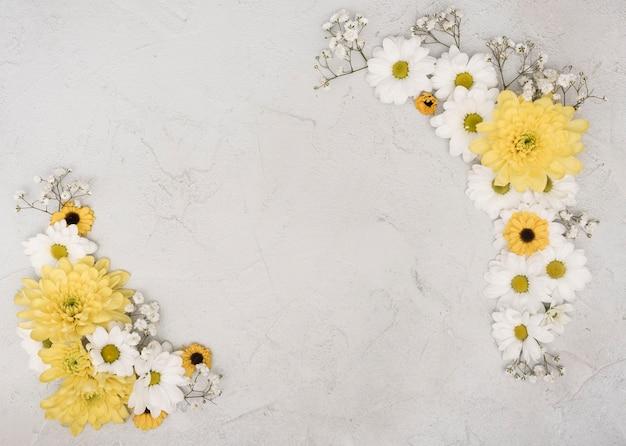 Copia espacio elegante marco de flores de primavera