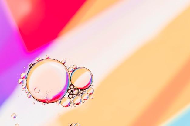 Copia espacio geométrico de fondo y burbujas.