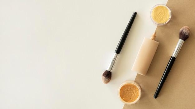 Copia-espacio de maquillaje de productos de belleza