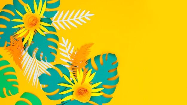 Copia-espacio de papel hojas y flores ornamet