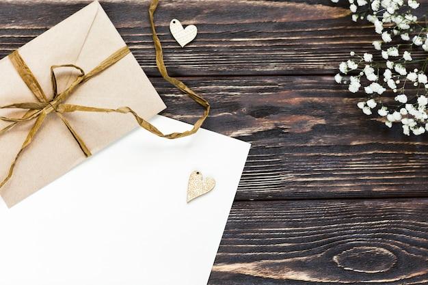 Copia-espacio pequeño regalo de boda