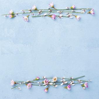 Copia espacio con ramas florales