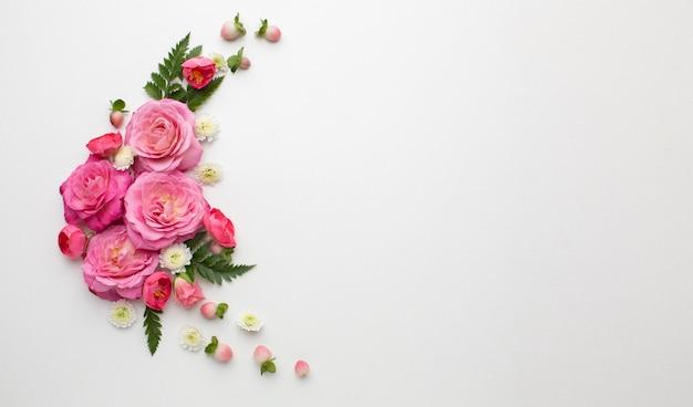 Copiar espacio rosas flores