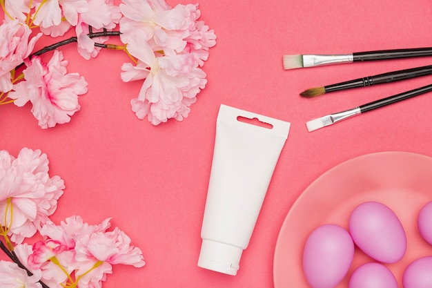 Copiar flores del espacio con huevos pintados
