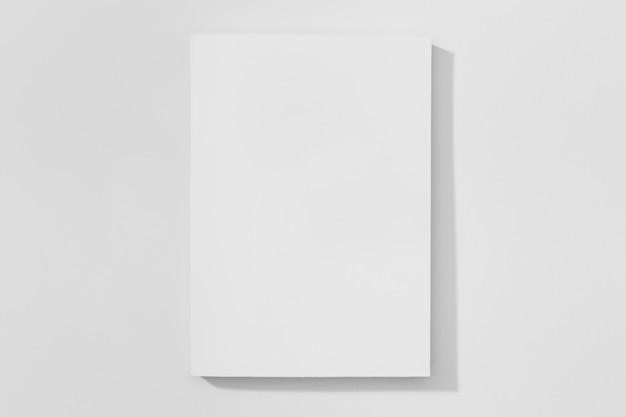 Copiar el libro de espacio sobre fondo blanco.