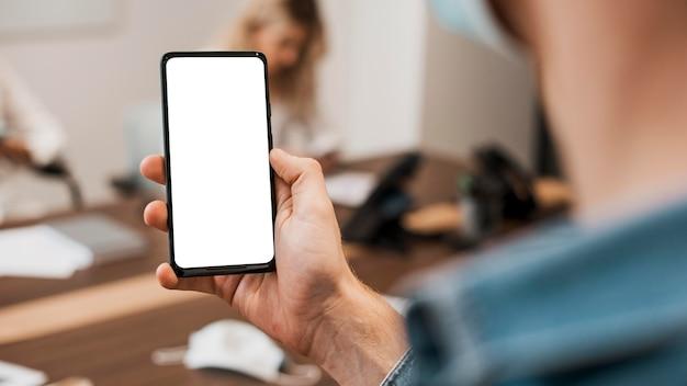 Copie el espacio del teléfono móvil en la oficina.