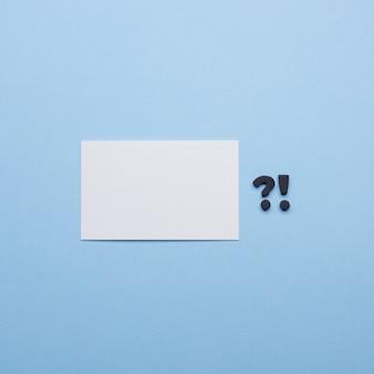 Copie espacio vacío tarjetas de visita y signos de puntuación