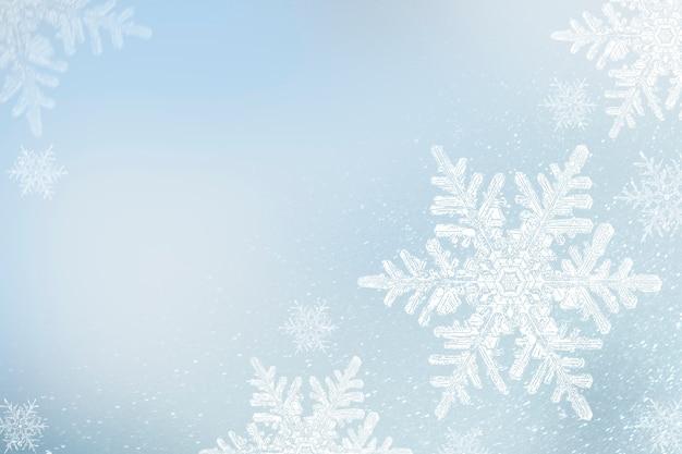 Copos de nieve sobre fondo azul de invierno