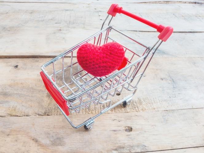 Corazón en carrito de compras