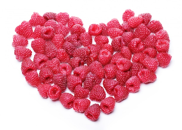 Corazón hecho de frambuesas