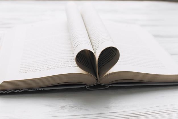 Corazón de las páginas del libro