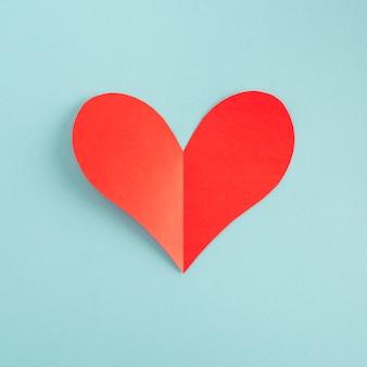 Corazón de papel rojo simple