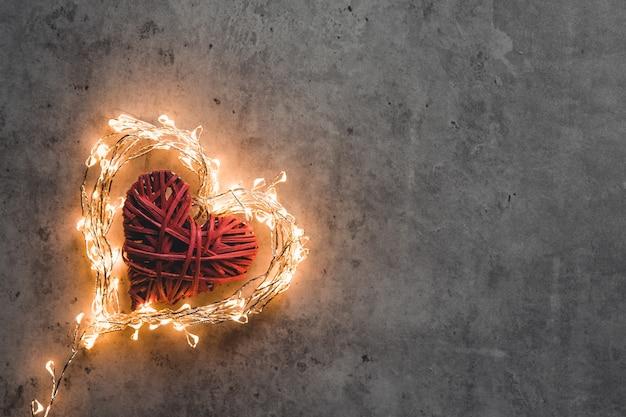 Un corazón resplandeciente. día de san valentín. tarjeta de san valentin
