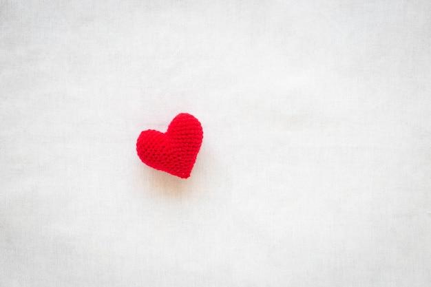 Corazón rojo amor de san valentín, ayuda, amabilidad, donación de órganos, voluntariado, salud del corazón, salud mental,