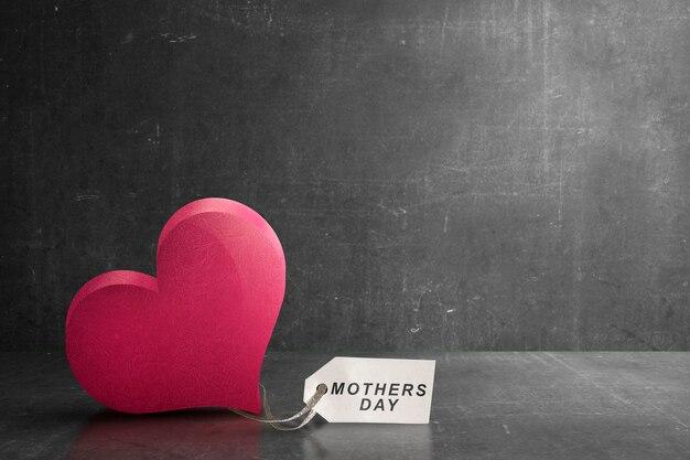 Corazón rojo con etiqueta del día de la madre