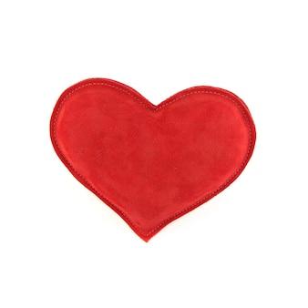 Corazón rojo sobre blanco
