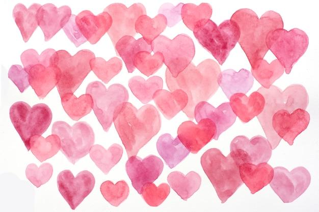 Corazones de acuarela en colores rojo, rosa y burdeos. corazones dibujados a mano para el día de san valentín.