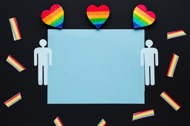 Corazones de arco iris con iconos de pareja gay y papel