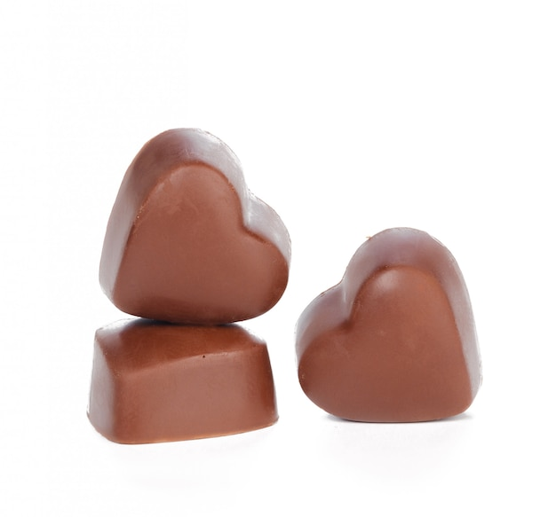 Corazones de chocolate aislados