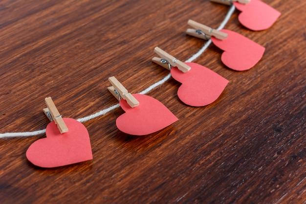 Corazones de papel rojo. concepto de dia de san valentin