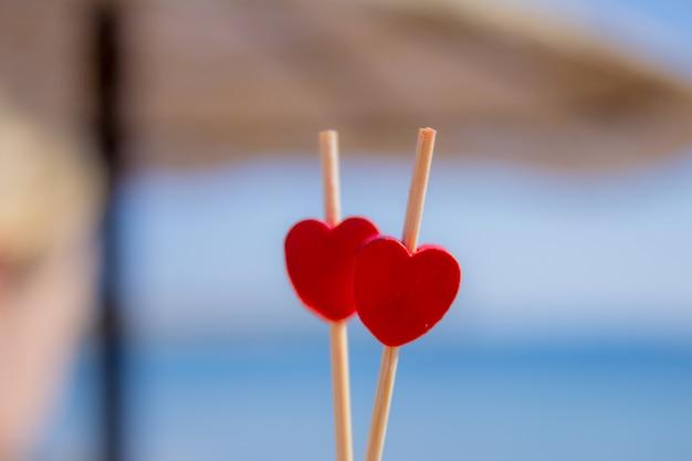 Corazones rojos como regalo para el día de san valentín.