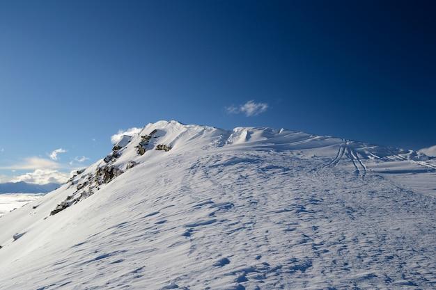 Cornisa de nieve en la cresta