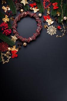 Corona de navidad con decoración. fondo de navidad y año nuevo