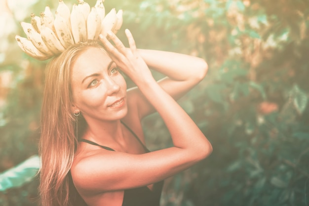 Corona plátano diosa belleza mujer selva tropical