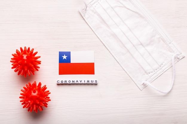 Coronavirus concepto covid vista superior máscara de respiración protectora y bandera de chile