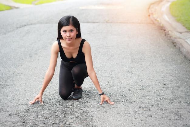 Corredor deportivo chica en inicio