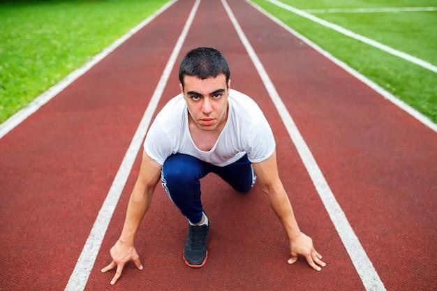 Corredor profesional en la pista.