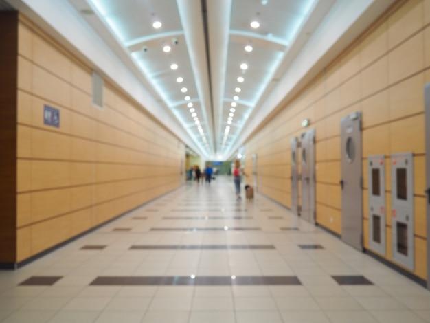 Corredor vacío del moderno aeropuerto