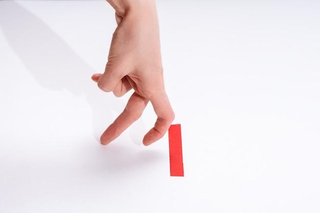 Corredores de dedos en la línea de salida roja, concepto de líder