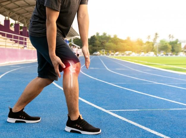 Corredores para ejercitar el hueso de la articulación de la rodilla inflamado