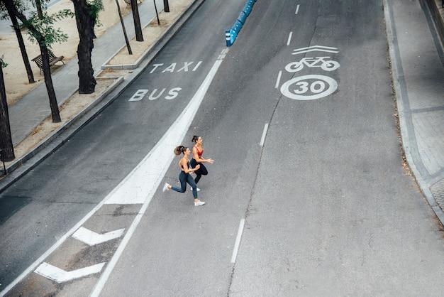 Corredores profesionales en la calle