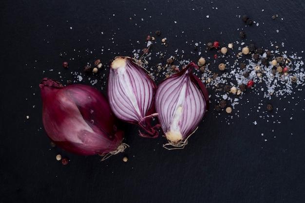 Cortar cebolla y especias