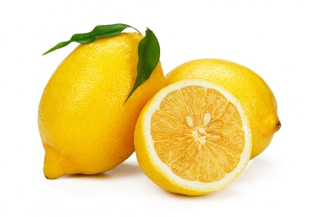Cortar rodaja de limón aislado